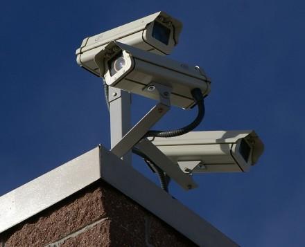800px-Three_Surveillance_cameras