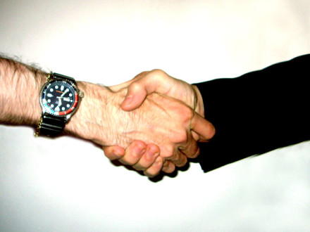 800px-Shake_hand