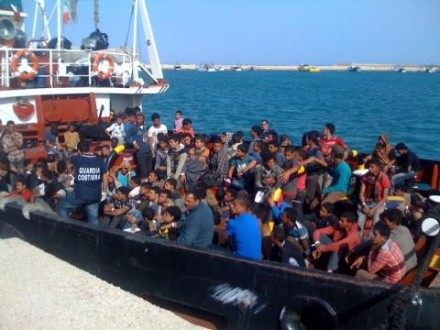 ITA-boatrefugees_24Jun14