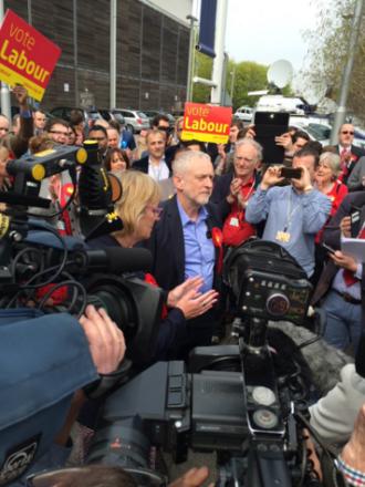 corbyn press huddle