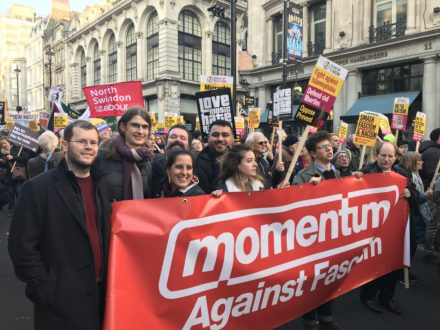 Thousands protest against Tommy Robinson's 'Brexit Betrayal' march in London